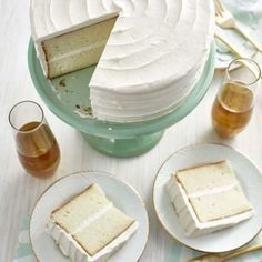 The delicate crumb of this classic white cake recipe pairs well with any type of filling or frosting. Dessert Cake Recipes, Homemade Cake Recipes, Desserts, Cupcake Recipes, Birthday Cake Flavors, Homemade Birthday Cakes, Hazelnut Cake, Chocolate Hazelnut, Round Cake Pans