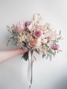36 Best Ideas For Bridal Flowers Bouquet 2018 Bride Bouquets, Bridesmaid Bouquet, Hand Bouquet Wedding, Spring Wedding, Dream Wedding, Bridal Flowers, Floral Wedding, Floral Arrangements, Beautiful Flowers