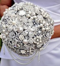 The Great Getsby Crystal wedding brooch bouquet, Jeweled Bouquet. Ready to ship Quincean Broach Bouquet, Crystal Bouquet, Wedding Brooch Bouquets, Crystal Brooch, Button Bouquet, Pearl Brooch, Floral Bouquets, Bridesmaid Corsage, Crystal Wedding