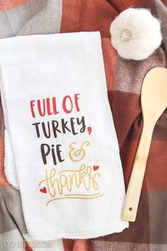 DIY Thanksgiving Kitchen Towel DIY craft perfect addition to your holiday meal. Easy to make craft #crafting #thanksgiving #DIYproject Diy Thanksgiving, Cute Kitchen, Pillow Quotes, Affordable Home Decor, Fall Home Decor, Kitchen Towels, Hostess Gifts, Custom Pillows, Food Print