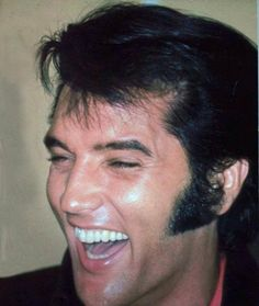 Elvis press conference , august 1 1969 in Las Vegas. King Elvis Presley, Elvis And Priscilla, Elvis Presley Pictures, Westerns, Great Smiles, Most Handsome Men, Beautiful Voice, Graceland, Memphis Tennessee
