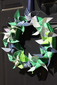 An Inviting Abode: Kelly Green & Navy Pinwheel Wreath for Baby Showers and Birthday Parties