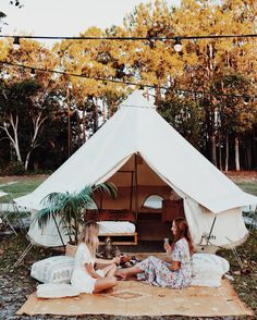 20 Comfortable Family Camp Tent Ideas For Fun Summer Camping - Home and Camper Bell Tent Camping, Camping Glamping, Kayak Camping, Camping Tips, Campsite, Outdoor Spaces, Outdoor Living, Outdoor Decor, Labor Day Decorations