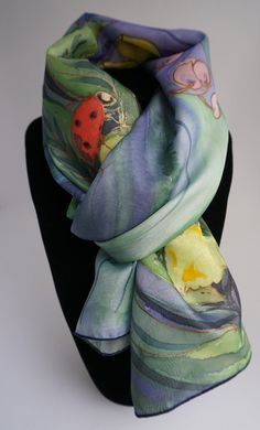 c0d610bca2a7 Echarpe foulard en soie peint main, écharpe verte, coccinelles, hand silk  painted