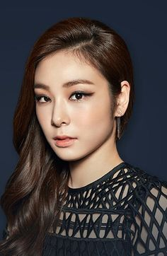 #Yuna Kim #김연아 Kim Yuna, Engagement Makeup, Beauty Portrait, Day Makeup, Girls Characters, Ice Queen, Floral Fashion, New Girl, Figure Skating