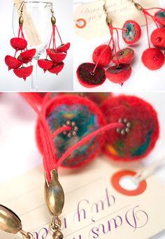 Boucle d'oreilles pluie perles laine rouge
