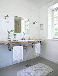 baño en tono blanco y madera