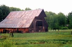 really love this barn.. if I could I would make this my home..with a big country kitchen..