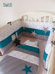 Tour de lit turquoise gris et blanc motif étoile par Tiwisti