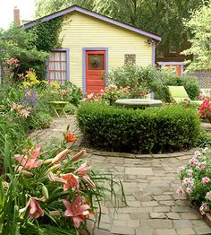 This would be so sweet in a back yard with an old garage. Love the orange and purple mixed with yellow! How could you not be smiling here?