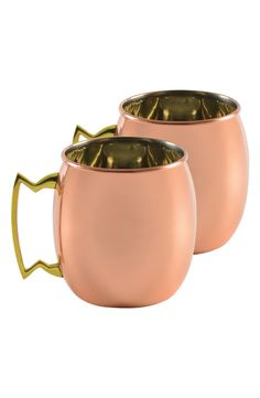 Sprucing up the cocktail presentation with these gleaming moscow mule copper mugs.