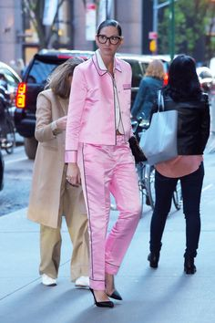 Crew style guru is known for her edgy take on preppy classics. Business Casual Outfits, Classy Outfits, Chic Outfits, Creative Fashion Photography, Jenna Lyons, Evolution Of Fashion, J Crew Style, Color Rosa, Street Chic