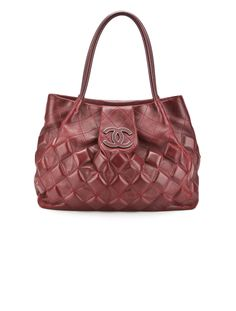 LAUREN, ISN'T THIS LIKE THE ONE YOU GOT FOR CHRISTMAS??, BUT YOURS HAS A CHAIN WEAVED IN THE HANDLES...  Chanel Tote. #chanel #tote