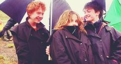 From left to right: Rupert Grint (Ron Weasley), Emma Watson (Hermione Granger) and Daniel Radcliffe (Harry Potter). Harry Potter World, Images Harry Potter, Harry Potter Actors, Harry Potter Universal, Hermione Granger, Ron Et Hermione, Draco, Ron And Hermione Fanfiction, Ron Weasley