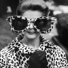 Ha sido ver esta imagen y no poder resistirnos a publicarla. Arriba el #animalprint!! Qué exceso no creéis?  #sunoptica #gafas #sunglasses #gafasdesol #occhialidasole #sunnies #animalprint #gafotas #instadaily #style #fashion #vintage #woman