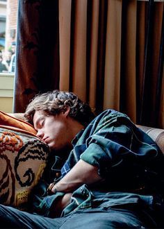harry styles (former one direction) sleeping Harry Styles Lindo, Harry Styles Cute, Harry Styles Pictures, Harry Edward Styles, Harry Styles Hair, Harry Styles Smile, Harry Styles Imagines, One Direction Fotos, Harry 1d