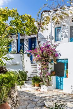 The pretty whitewashed village of Volax on Tinos, Greece #volax #tinos #greece