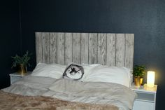 Homemade headboard for the bed. Make it the size you want. Nope, its not made of planks! Its soft and nice... DIY creative headboard hodegavl