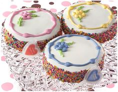 birthday cake recipes for dogs....i like the first one...the sprinkles are tinted sesame seeds!