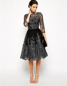 Vestido de Asos de encaje con detalles metalizados