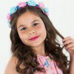Luara Fonseca com tiara de flores