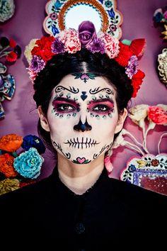 La Catrina make up Sugar Skull Makeup, Sugar Skull Art, Sugar Skulls, Candy Skulls, Halloween Looks, Halloween Costumes, Halloween Halloween, Vintage Halloween, Frida Kahlo Makeup