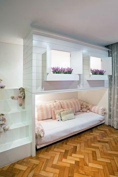 Kinderzimmer von bep arquitetos associados Here are some photos of interior design ideas. Get inspired! Boy Girl Bedroom, Teen Girl Bedrooms, Teen Bedroom, Bedroom Decor, Tiny Bedrooms, Tiny Girls Bedroom, Modern Girls Bedrooms, Bedroom Bed, Cozy Bedroom