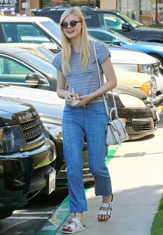 elle fanning look t-shirt pants denim