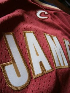 A vendre un maillot de Lebron James aux Cavs #NBA #Jersey #Replica