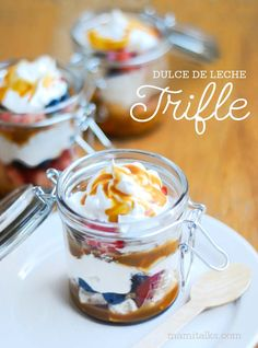 I have a little obsession with all jars, I really like them and I love the fact that now a days I see all types of desserts made in jars. It just makes the food look so personalized and so much for inviting to have one of those dessert jars for yourself! So I decided to make my own dessert on a jar: Dulce de Leche Trifle. In fact I made 2 desserts in a jar and I already have plans to make another one. The second one I made was for Spoonful, I'll share more photos of that one here soon too…