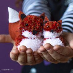 These fox pom pom pals are the perfect kid-friendly craft. Pom Pom Crafts, Yarn Crafts, Diy Crafts, Yarn Animals, Crafts For Kids, Arts And Crafts, Fox Kids, Waldorf Dolls, Woodland Baby