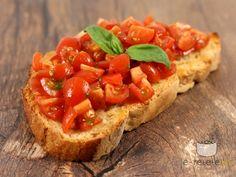 Bruschetta cu rosii Bruschetta, Tasty, Yummy Food, Ciabatta, Appetizers, Cooking Recipes, Favorite Recipes, Lunch, Vegan