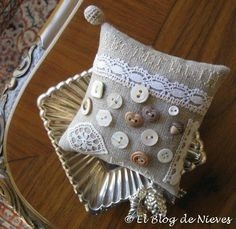 El Blog de Nieves. Labores y Punto de cruz: Aplicaciones y botones button pincushion lace