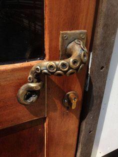 Steampunk vintage Octopus door handle by cynthiarkennedy Door Pulls, Door Handles, Clear Casting Resin, Door Knobs And Knockers, Gadgets, Steampunk Accessories, Home Interior, Interior Design, Interior Decorating