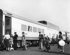 UP_Boarding-passengers_155-1-8_UPRR-Photo