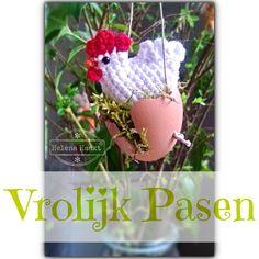 Crochet Easter chicken by Helena Haakt. Free pattern (Pasen, kip, haken, patroon)