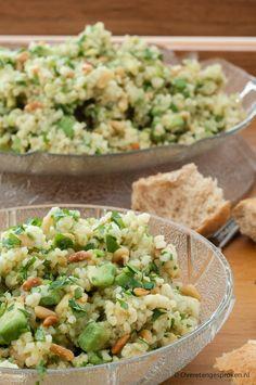 Bulgursalade met avocado en pijnboompitjes - Snelle maaltijdsalade met aardse smaken van avocado en noten. Perfect als lunch of snelle hap op drukke dagen.