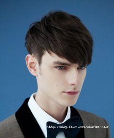 Ultimate medium-cut hairstyles for men Work Hairstyles, Fringe Hairstyles, Hairstyles With Bangs, Teen Boy Hairstyles, Curly Hair Styles, Hair And Beard Styles, Medium Cut, Korean Men Hairstyle, Korean Hairstyles