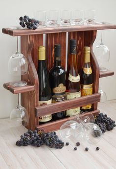 36 creative diy wine racks for your collection 26 Wine Rack Inspiration, Wine Rack Design, Rustic Wine Racks, Diy Wine Racks, Pallet Wine, Wine Shelves, Wine Craft, Wine Bottle Holders, Glass Holders