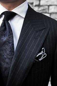 Wide peak lapel, classic chalk stripe - vieleicht eine Inspiration für Ihren nächsten Traumamzug? Mehr unter http://www.jk-masskonfektion.de - der Maßkonfektionär mit Heimservice in Baden