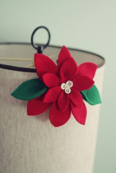 felt poinsetta: a simple Christmas craft - with tutorial - no sew - glue it together