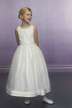 Image from http://www.irisgown.com/wp-content/uploads/2015/02/off-white-flower-girl-dresses.jpg.