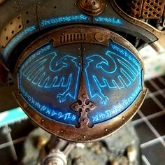 Glowing aquila on knight shoulder. Sorry if you're tired of blue glow, I can't stop. Warhammer 40k Necrons, Warhammer 40k Space Wolves, Warhammer Paint, Warhammer Models, Warhammer 40k Miniatures, Minis, Imperial Knight, Fantasy Miniatures, Mini Paintings