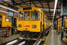 Aufgenommen in der Betriebswerkstatt Grunewald (Bw Gru) des U-Bahn Kleinprofilnetzes am Olympia-Stadion Berlin.A3L92 Wagen 565 Berlin November 2015