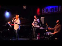 "PATRICIA KRAUS / Bogui Jazz, 25 de septiembre de 2015 / ""(You Make Me Feel Like) A Natural Woman"" - YouTube"
