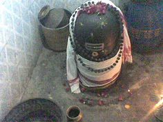LAKSHMEESWARAR - KANCHIPURAM  The lakshmeeswarar temple is found in Krishnan street. The linga was worshipped by Lakshmi.. The Kalki avatar of Mahavishnu is not still in existence but Vishnu had designed his structure of the avatar. He along with his wife Lakshmi worshipped Shiva lingas in this farm