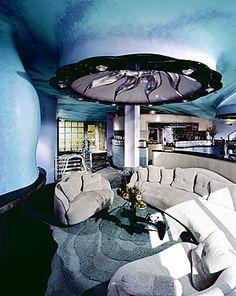 Organic living spaces back in fashion (Conversation pit of Rock House, Laguna Beach California)
