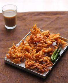 It's raining here in Pune what better than warm onion pakoras Mumba style :)  a popular Mumbai street food.