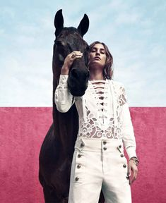 Camilla Åkrans retrató a Nadja Bender en esta edtorial para Harper's Bazaar 2015