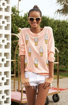Cute pullover - I need this! http://rstyle.me/n/it7cdnyg6